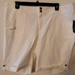 INC Woman White Shorts NWT - 22W